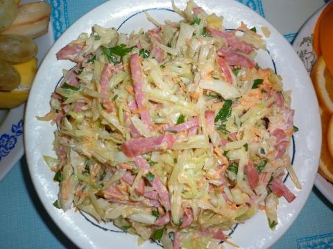 Салат с капустой и колбасой рецепт с фото